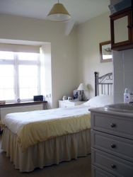 Single Bedroom with Basin